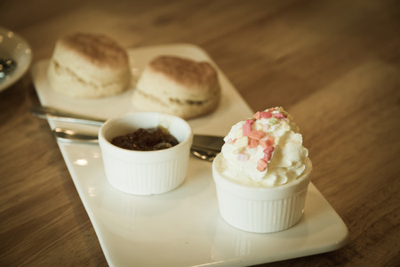 scone: fresh cream in scone set