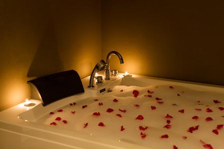 Vasca Da Bagno Romantica : Vasca da bagno romantica u idee di immagini di casamia