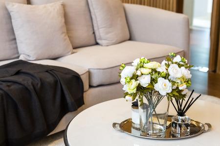 flores em vidro com incensos decorados com sala de estar Imagens