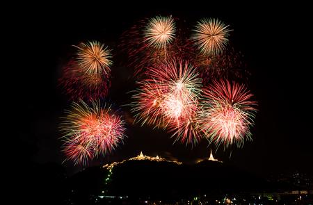 colorful firework above Khao Wang, Pranakornkiri festival, Thailand Stockfoto