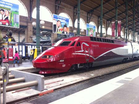 estacion de tren: Tren Thalys de la estación Gare du Nord