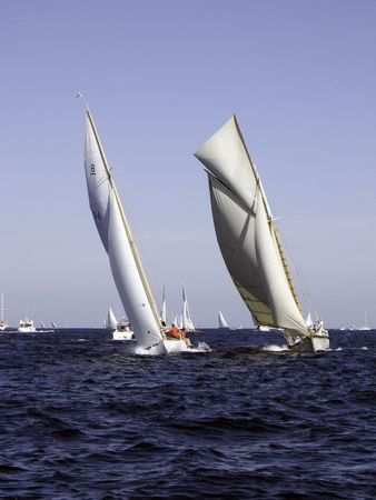 ketch: Classic sailing yacht competing with a 1930 8MJI Stock Photo