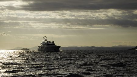 vacance: Motor yacht Teddy in late afternoon in an upcoming gale at Cap Ferrat