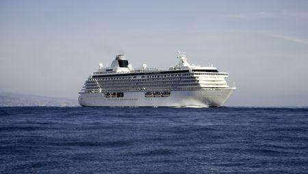 vacance: Mega cruise ship crystal Serenity on a flat sea making passage Stock Photo