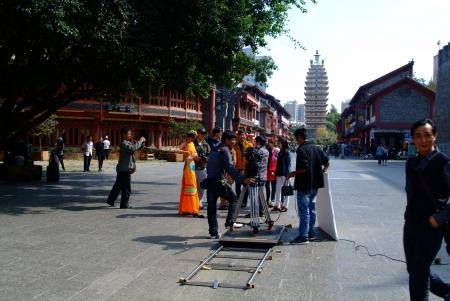 hombre disparando: Rodajes rodaje en China Editorial