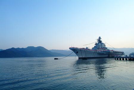 軍艦在海灣