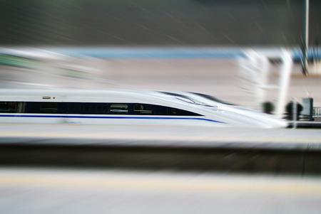 estacion tren: Tren de alta velocidad  Foto de archivo