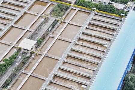 waterleiding: waterwerken vijver voor de zuivering