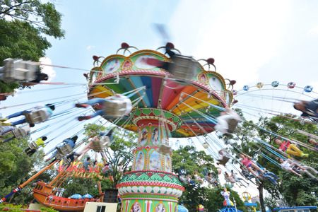 chain swing ride: Swing ride at fair