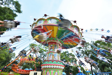 chain swing ride: swing seat amusement ride