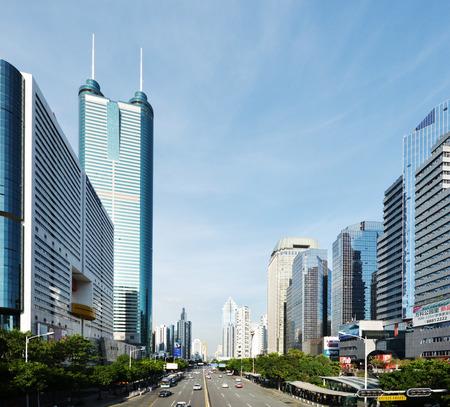 Shennan 도로에서 현대적인 건물 Luohu 지구, 심천 도시, 중국 에디토리얼