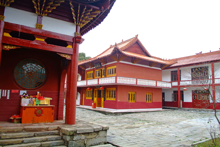 chinese courtyard: chinese dongling temple courtyard