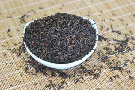 普洱茶在竹蓆上 版權商用圖片