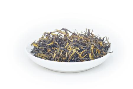 關閉茶葉在白色bacgkround碗中的看法
