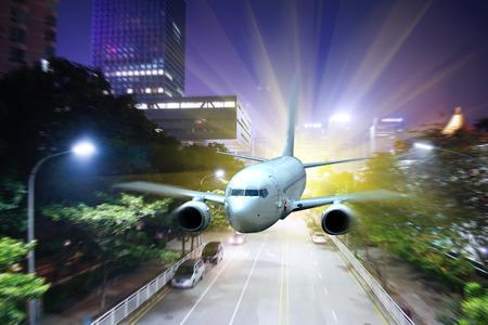 Airplane over night scene city 版權商用圖片 - 81698274