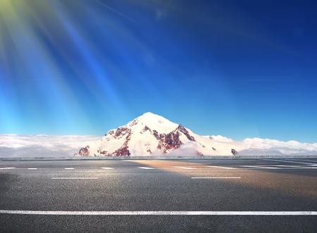 美麗的冬天景觀與高速公路