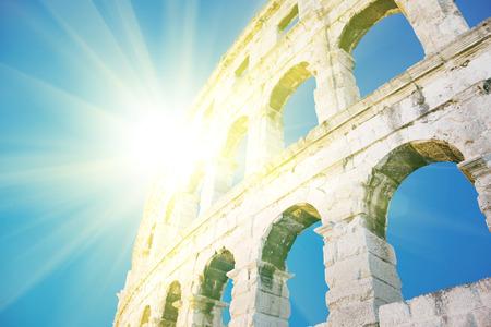 Roma - Coloseum 版權商用圖片 - 74759285