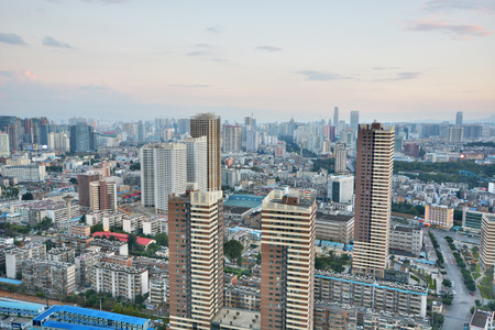 Modern cityscape in Kunming city 版權商用圖片 - 81096560