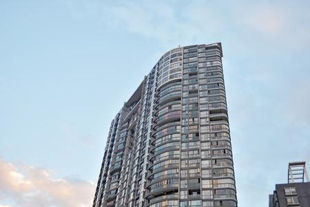 現代公寓樓 版權商用圖片 - 71431714