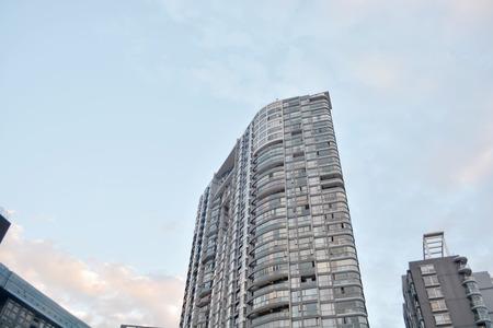 現代公寓樓 版權商用圖片 - 71431717