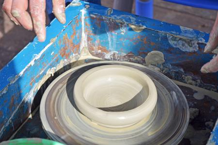 製作陶瓷藝術 版權商用圖片 - 74855068