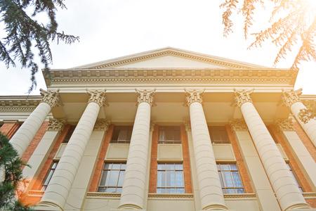 administrativo: Edificio de la sala en la universidad