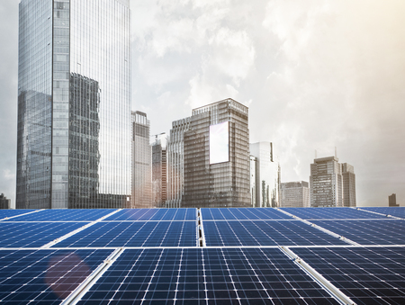 Solar panel and city 版權商用圖片 - 107358600