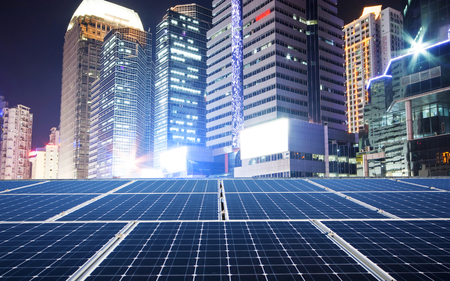 Solar panel and city Banque d'images