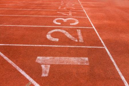 rouge champ piste de course avec des lignes blanches Banque d'images