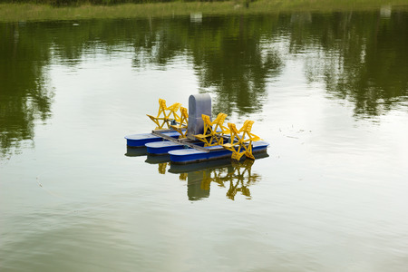 paddle wheel: Paddle wheel aerator for treament water in a green pond