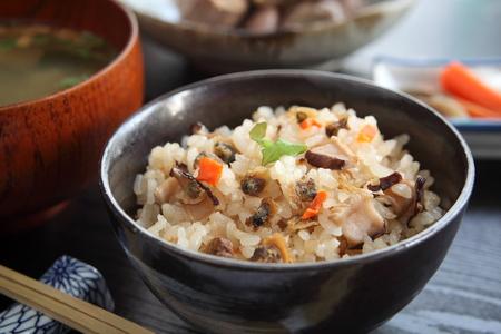 日本人は、ご飯に味噌汁を混合