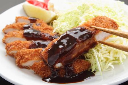 揚げ豚ロースのカツレツ サラダとレモン、日本食品 写真素材