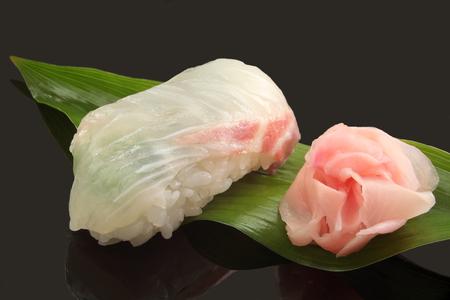 日本料理鯛寿司 1 個