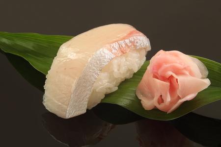 ぶり寿司 1 個、日本食 写真素材