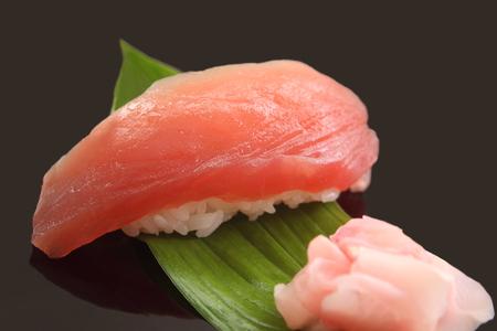 まぐろ寿司 1 個、日本食