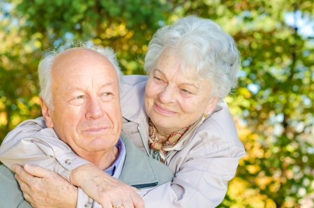 Beautiful senior couple in the park Banque d'images