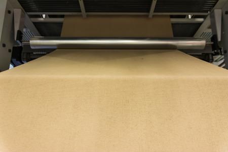 Cardboard Manufacturing Layering Rollers Roll Industrial Industry Printing Packaging Material Closeup Zdjęcie Seryjne
