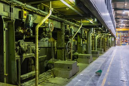 Papierfabrik Rotationstrockner Trommeln Zylinder mit Trocknung der Industrieanlagen Standard-Bild - 79528551