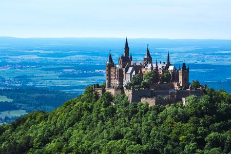 Burg Hohenzollern Castello europeo tedesco Architettura Antica destinazione Viaggio Famosa Svevia Caratteristiche Architettura Paesaggio Archivio Fotografico - 80033186