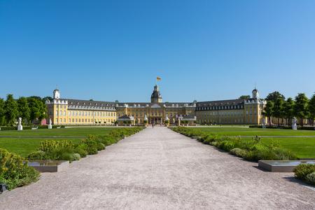 Palais de Karlsruhe Centre de la ville Allemagne Château Schloss Architecture Park Banque d'images - 80476205