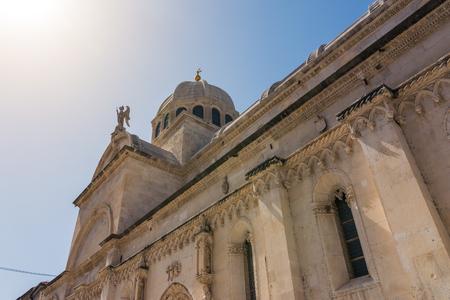 シベニク クロアチア ヨーロッパの休暇先都市風景海夏観光大聖堂クローズ アップ