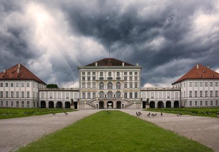シュロス ニンフェンブルク、ミュンヘン ドイツどんよりした天気建築先 写真素材