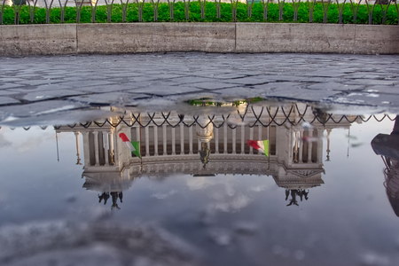 Monumento a Vittorio Emanuele II in Puddle Reflection, Rome, Italy Stock Photo