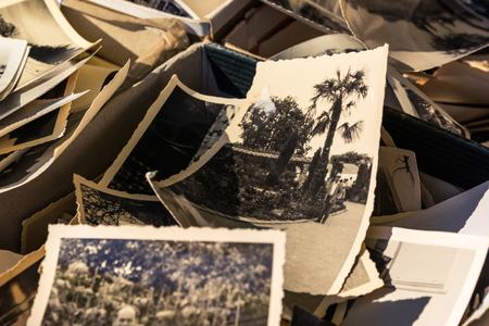 Oude doos met foto's Edges Worn Collection Vintage History Family Nostalgia