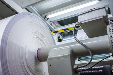 フレキソ印刷ロール材料の印刷シート シリンダー生産産業マゼンタ ローラー プリンター産業商業大型蛍光灯ライト機 写真素材