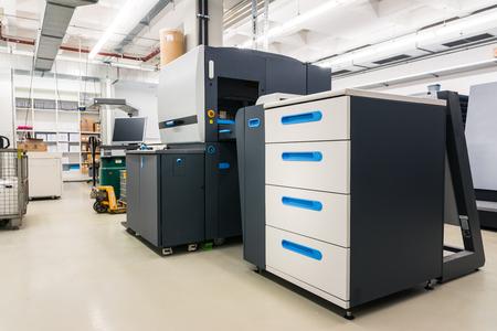 Nouvelle imprimante numérique Technologie moderne Industrie de l'impression propre Imprimer CMYK Toner Factory Personne Banque d'images