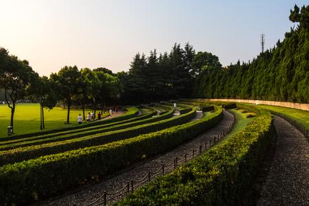 SHANGHAI, CHINA JULY 2018: Longhua Cemetry Morning Sunrise Park in China 에디토리얼