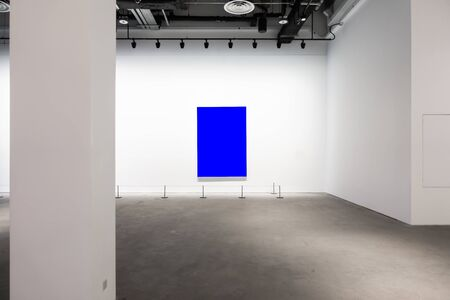 Modern Art Museum Frames Clipping Path Gallery Chroma Blue Spotlights White Minimalist Look 版權商用圖片 - 136535087