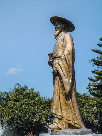 Su Dongpo copper statue