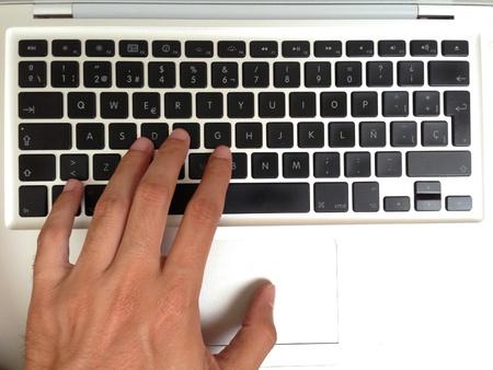 Hand writing on a keyboard 免版税图像